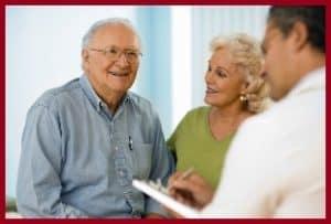 Пожилые люди у врача