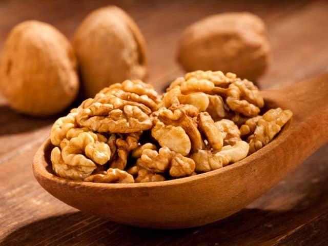 Орехи при гипертонии: повышают или понижают давление