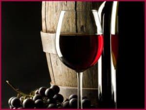 Красное вино и бочка