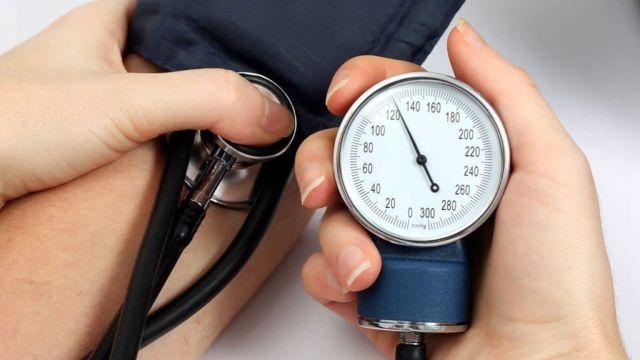 При каком артериальном давлении может быть инсульт