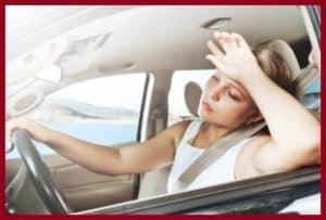 Женщине жарко в машине