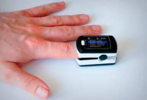 пульсометр на палец
