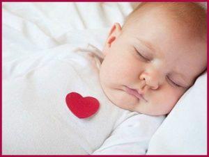 Ребенок с сердцем